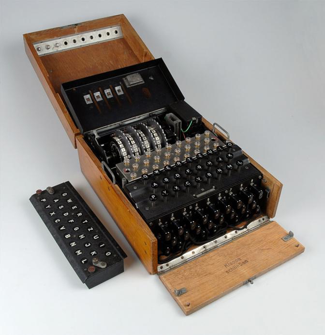 EnigmaMachineTopCoverRemovedRNM
